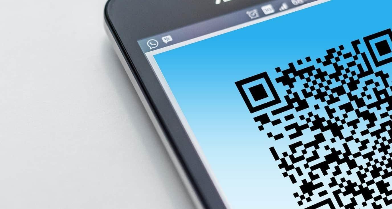 QR-код на мобильном телефоне
