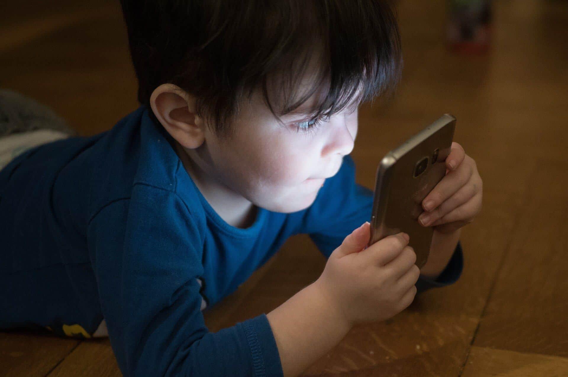 Как защитить фото малыша в Сети