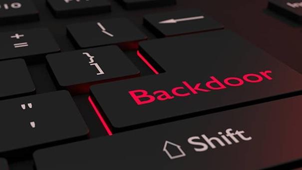 Использование бэкдоров для незаметной загрузки вредоносных программ на компьютер